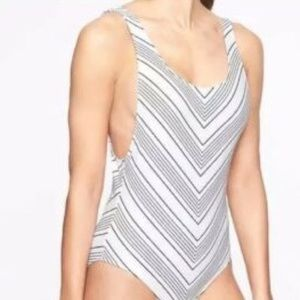 NWT$128 ATHLETA white Chevron high leg swim 36 B C